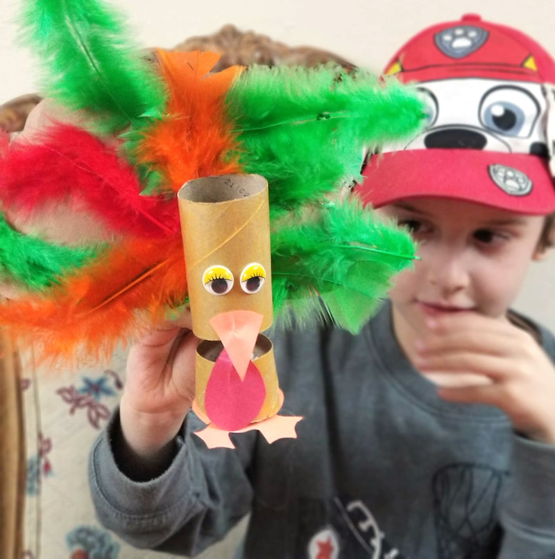 Thanksgiving crafts for kids: make a DIY Turkey puppet using a toilet paper roll