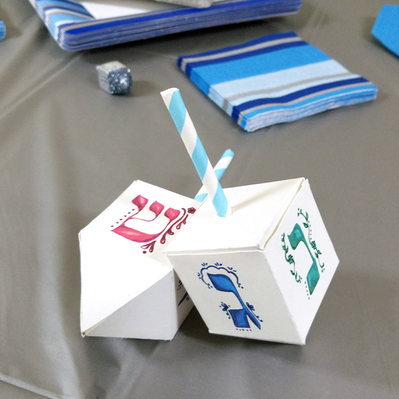 Hanukkah crafts - dreidel treat boxes