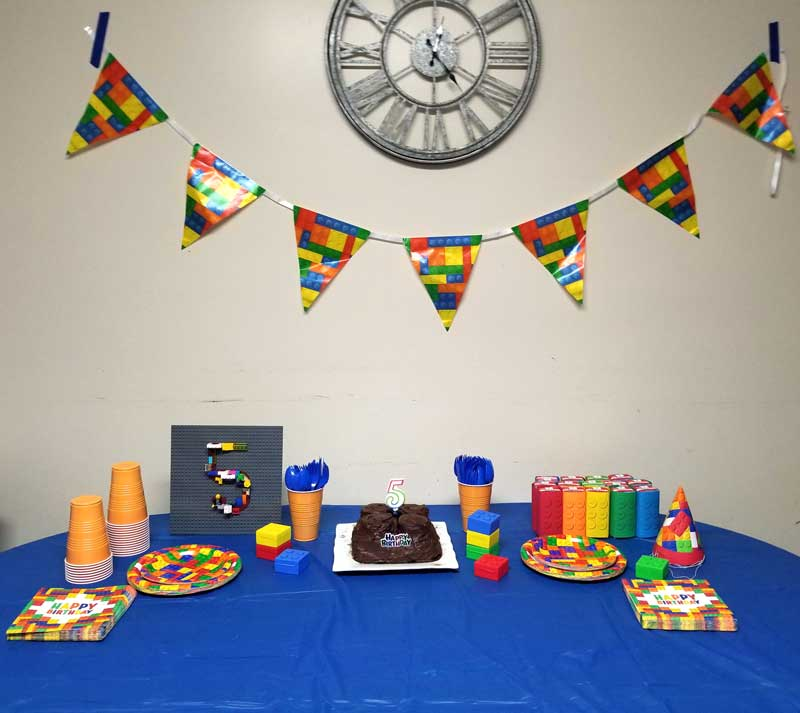 I Mixed Solid Party Supplies In Colors Derived From The Brick Pattern With Actual Tablecloth Was Blue Setting A Bold
